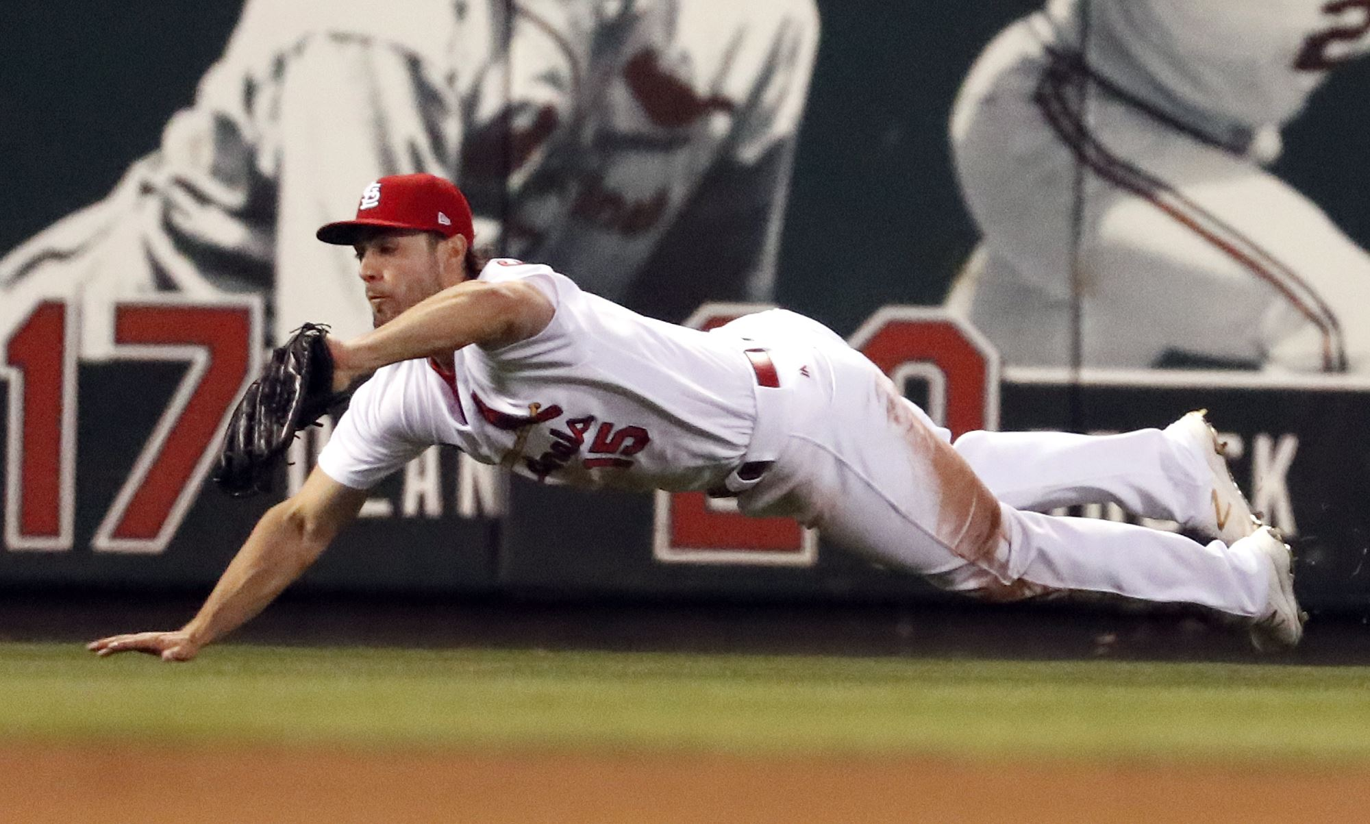 Lynn earns first win as Cards end three-game skid