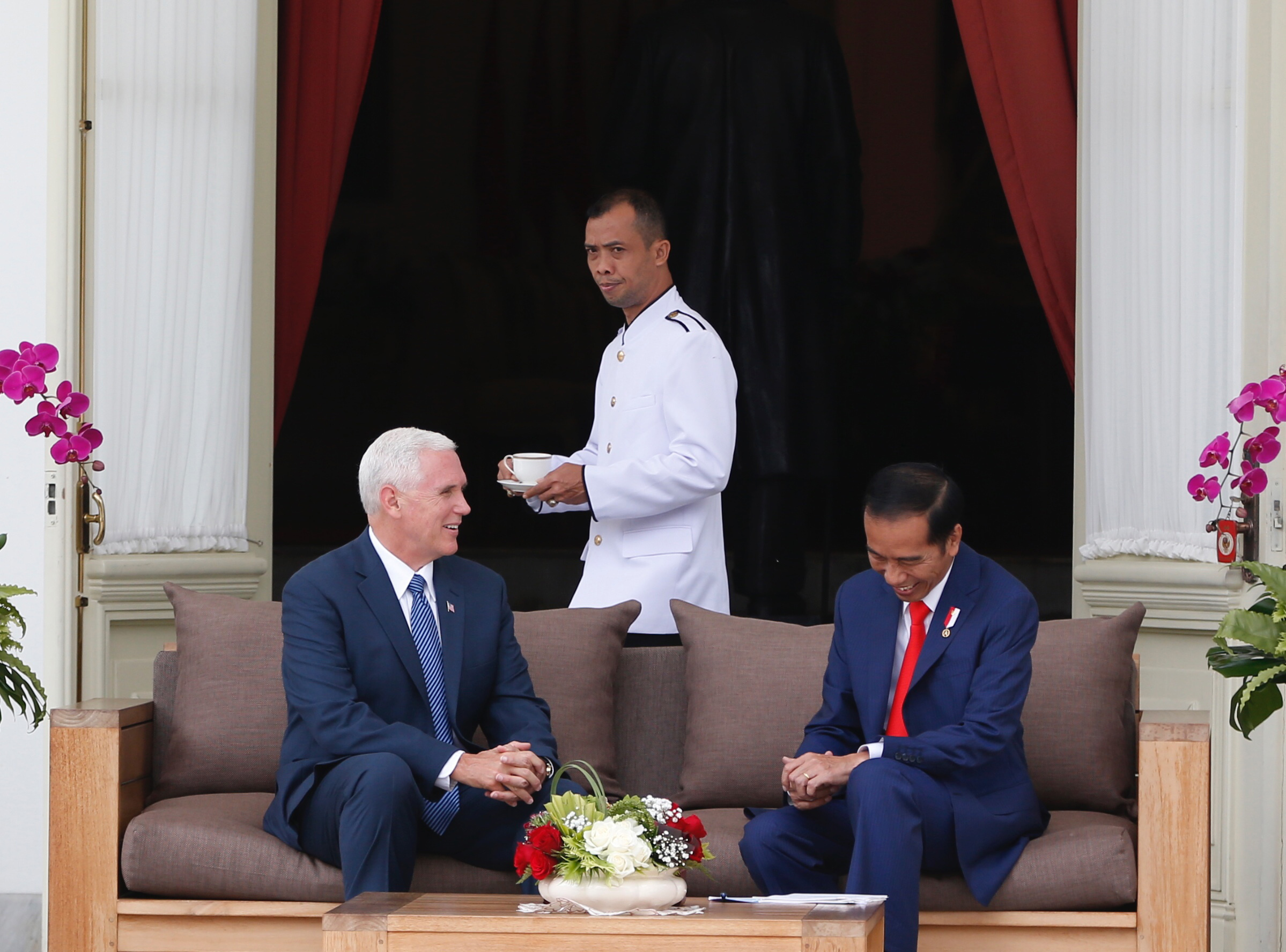 Indonesia US Pence-2 U.S. Vice President Mike Pence, left, meets with Indonesian President Joko Widodo at the presidential palace in Jakarta, Indonesia Thursday, April 20, 2017.(Darren Whiteside/Pool Photo via AP)
