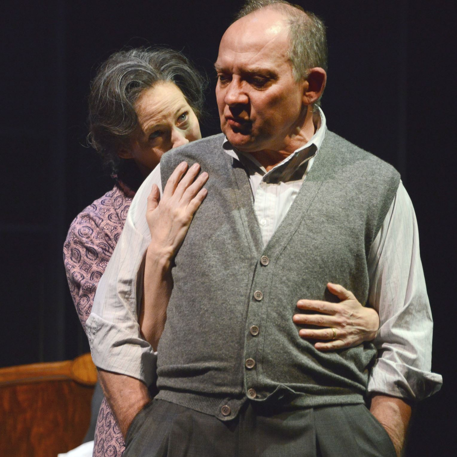 the portrayal of death in the story of death of a salesman Death of a salesman is centered around one man trying to reach the american dream and taking his family along for the ride the loman's lives from beginning to end is a troubling story based on trying to become successful, or at least happy.