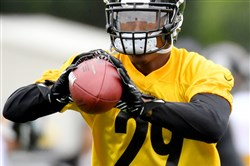 Steelers cornerback Brian Allen pulls in a pass during rookie minicamp Friday at UPMC Rooney Sports Complex on the South Side. (Matt Freed/Post-Gazette)
