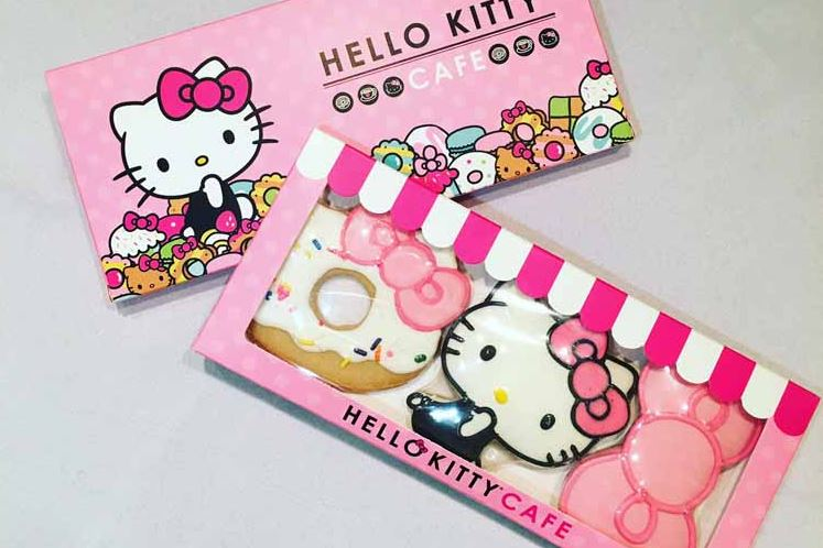 helloKitty2 The Hello Kitty Cafe Truck will sell merchandise such as rainbow macarons and bow-shaped water bottles.