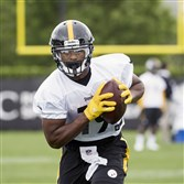 Steelers rookie wide receiver JuJu Smith-Schuster practices during ookie mini-camp Saturday.