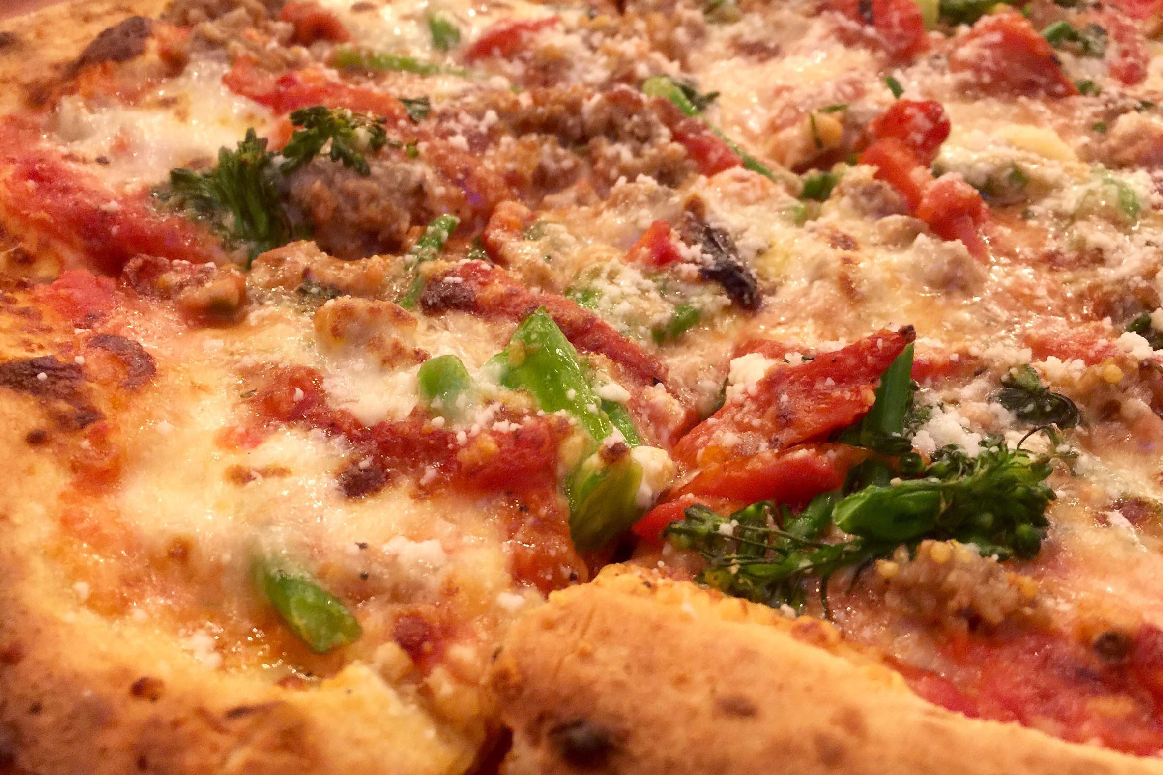 munch dal forno 01-1 The sausage and broccolini pizza at Dal Forno in North Huntington.