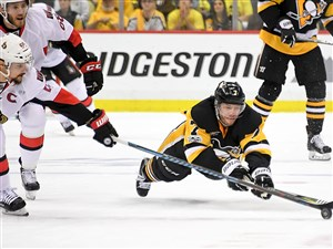 Pittsburgh Penguins Matt Cullen dives for a loose puck in Game 2 of the Eastern Conference final against Ottawa. Cullen, 40, is one of the team's vocal leaders.
