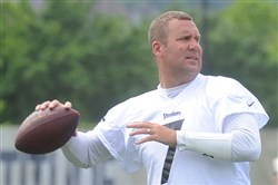 QB Ben Roethlisberger throw passes during the Steelers' first day of OTAs on Tuesday.