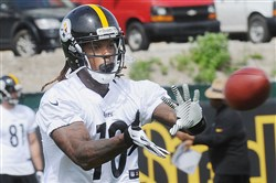 Martavis Bryant catches a pass in OTAs Tuesday on the South Side.