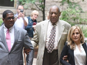 Bill Cosby walk with his lawyers through the courtyard at the Allegheny County Courthouse on Tuesday.