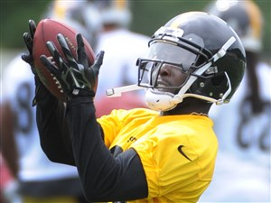 Steelers defensive back Senquez Golson catches a pass Wednesday during organized team activities at the UPMC Rooney Sports Complex.
