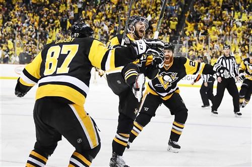 Penguins winger Chris Kunitz scores the winning goal in double-overtime against the Senators Thursday at PPG Paints Arena.