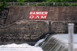 A warning sign can be seen near Dashields Lock & Dam.