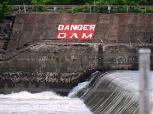 A warning sign can be seen near Dashields Lock & Dam.