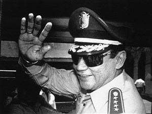 In this Aug. 31, 1989 file photo, Gen. Manuel Antonio Noriega waves to newsmen after a state council meeting, at the presidential palace in Panama City, where they announced the new president of the republic. Panama's ex-dictator Noriega died Monday, May 29, 2017, in a hospital in Panama City. He was 83. (AP Photo/Matias Recart, File)