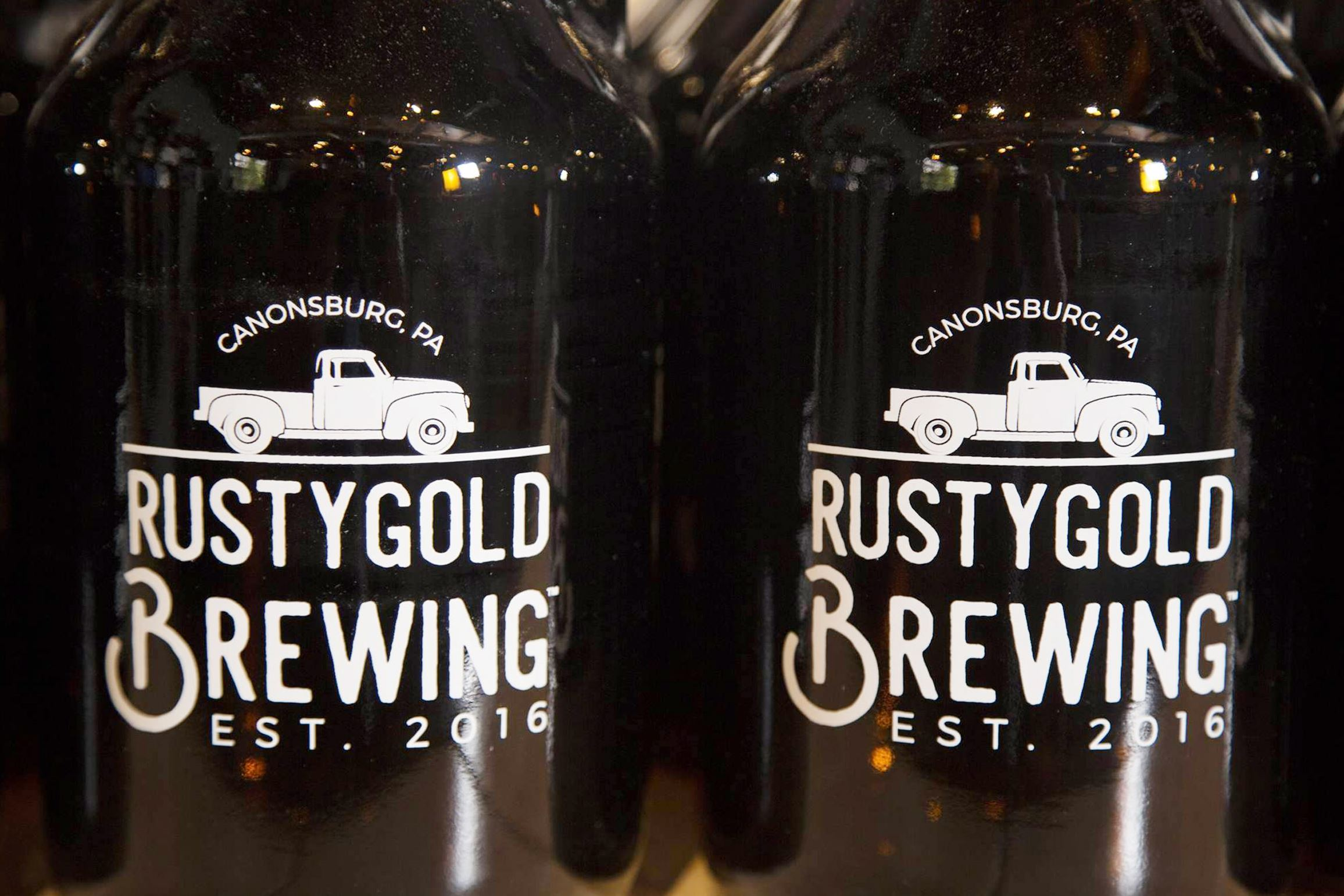 rusty gold brewing 4-4 Growlers at Rusty Gold Brewing Co. in Canonsburg.