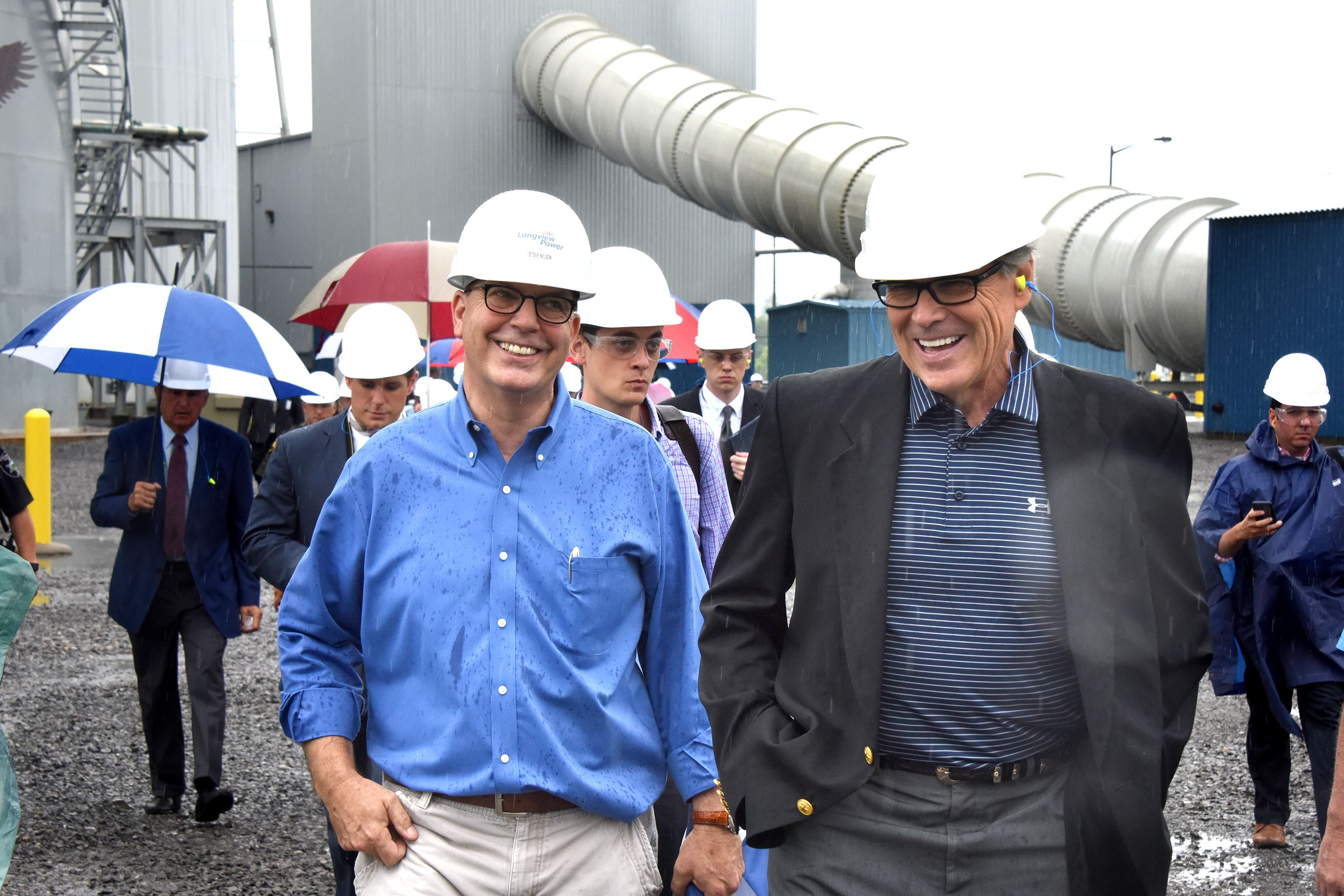 Sec. of Energy Rick Perry Steve Nelson, chief operating officer at the Longview Power Plant, left, jokes with Energy Secretary Rick Perry at the facility in West Virginia Thursday.