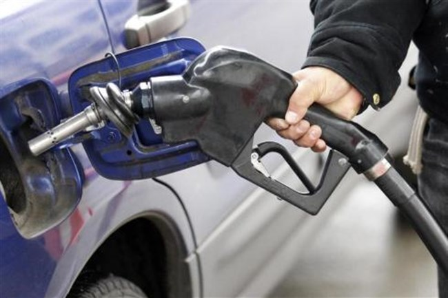 Average gasoline prices in the Pittsburgh region dipped three cents over the last week and sit at $2.80 a gallon, according to price-tracking website GasBuddy.