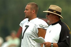 Bruce Arians and Ben Roethlisberger speak during afternoon workouts in Latrobe in 2007.