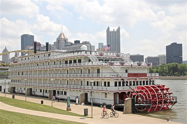 American Cruise Line's Queen of the Mississippi docked on the North Shore waiting to board passengers for an 11-day trip to St. Louis, Mo.