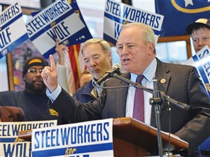 U.S. Rep. Mike Doyle speaks about Tom Wolf, the Democratic candidate for Pennsylvania governor, during a November 3, 2014 rally at USW headquarters.