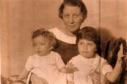 The author's grandmother, Marjorie Straus, with his mother, Margot Petrow, left, and his aunt Ann Youngwood.