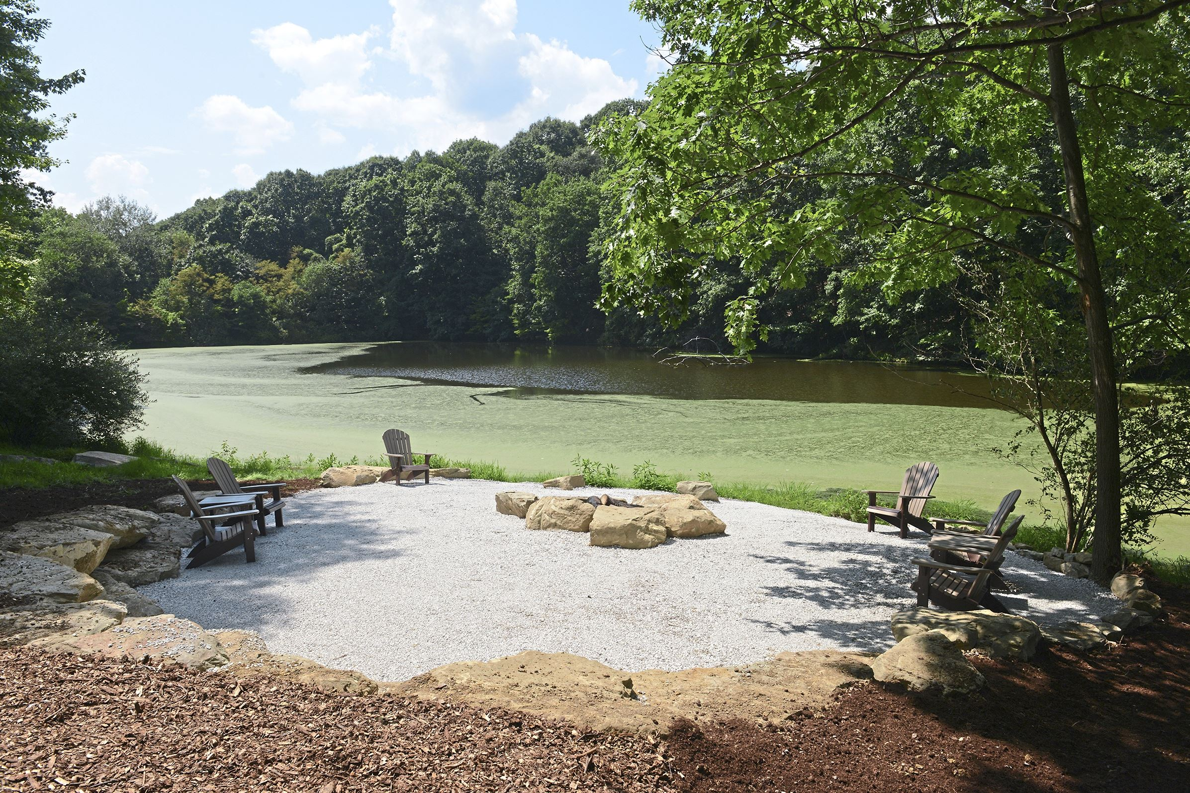 20170802lf-House05-4 The outdoor picnic area with a pond for fishing of Pinnacle at Adams in Adams Township