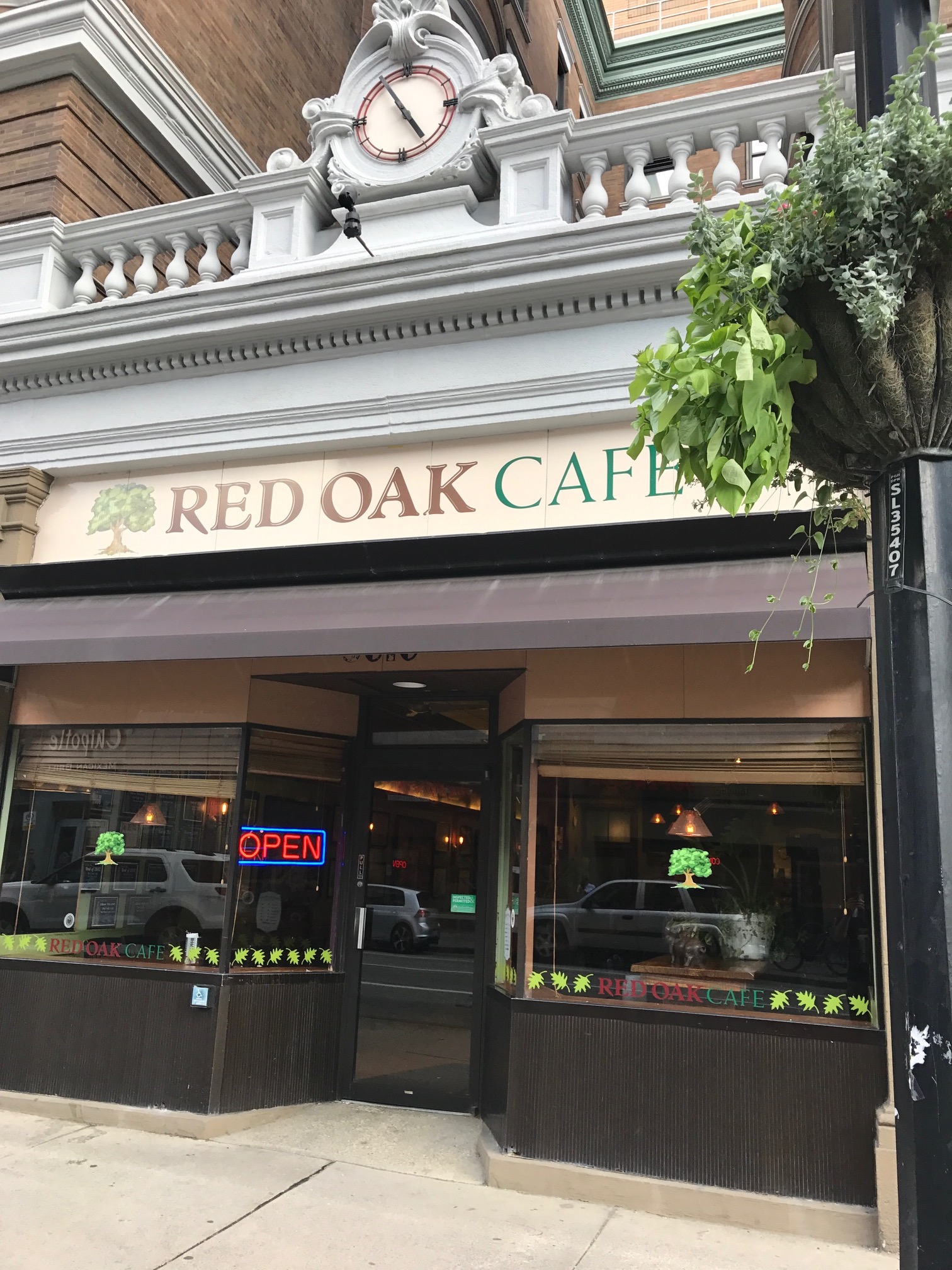 IMG_3491.JPG Oakland's Red Oak Cafe on its second-to-last day.