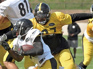 Pittsburgh Steelers Cameron Heyward wraps up Fitzgerald Toussaint during afternoon practice Wednesday, August 16, 2017, at Saint Vincent College Latrobe. (Peter Diana/Post-Gazette)