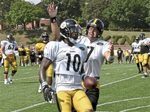 Pittsburgh Steelers Ben Roethlisberger celebrates with Martavis Bryant in the end zone after scoring touchdown during afternoon practice Thursday, August 17, 2017, at Saint Vincent College Latrobe. (Peter Diana/Post-Gazette)