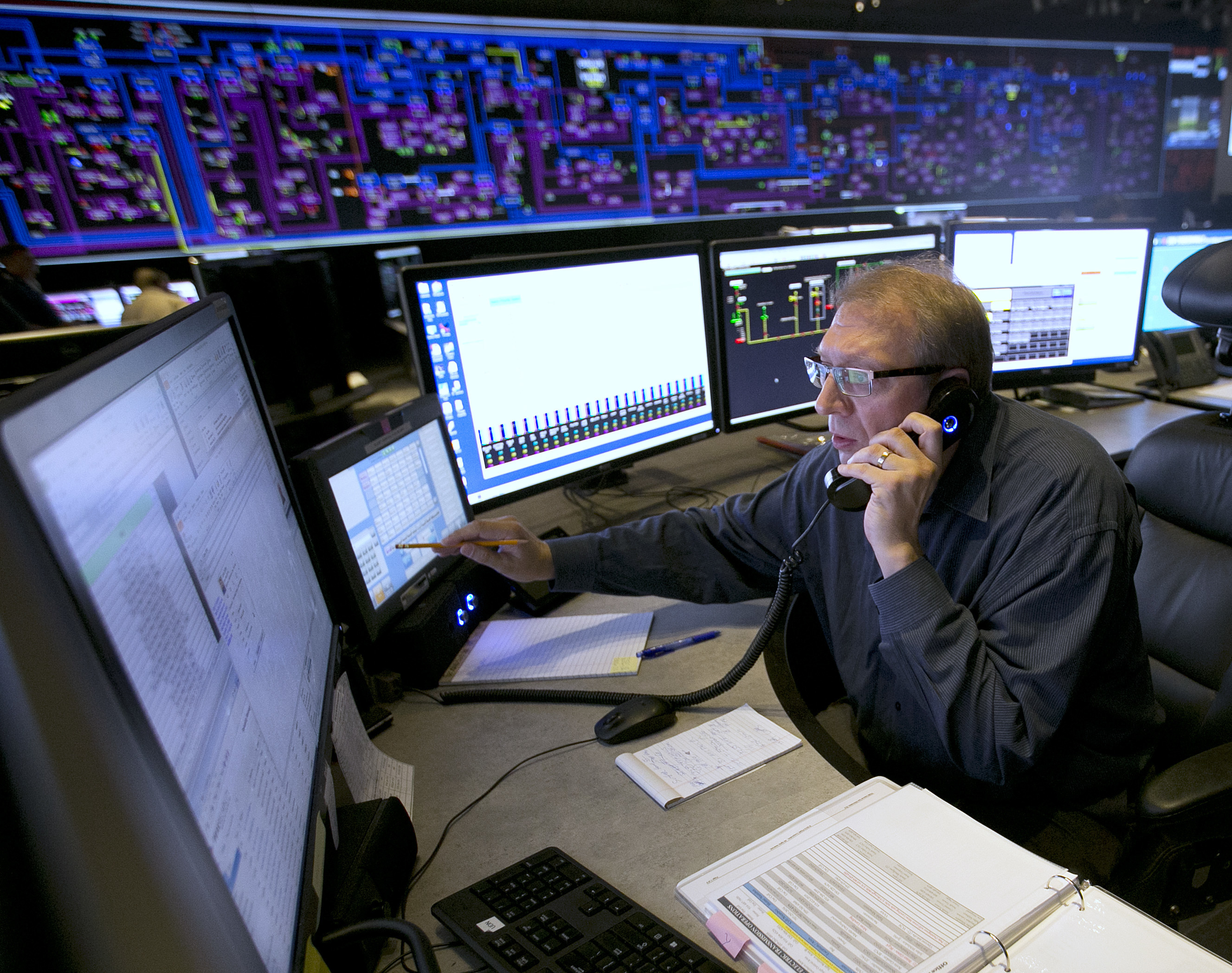 Eclipse Solar Energy In this Thursday, Aug. 7, 2017 photo, Shift Supervisor Gary Anderson, monitors the power system flow and conditions at the Pacific Gas & Electric grid control center, in Vacaville, Calif. Power grid managers say they've been preparing extensively for more than a year for this Monday's solar eclipse and that by ramping up other sources of power, mainly hydroelectric and natural gas, they are confident nobody will lose power or see a spike in energy prices. (AP Photo/Rich Pedroncelli)
