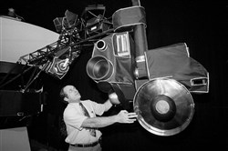 Voyager 2 mission director Dick Laeser looks at a mock-up of the Voyager spacecraft during a news briefing on Aug. 26, 1981, at the Jet Propulsion Lab in Pasadena, Calif.