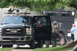 SWAT members mobilize along White Pine Drive near the standoff scene at Lace Bark Court in Pine Monday morning.