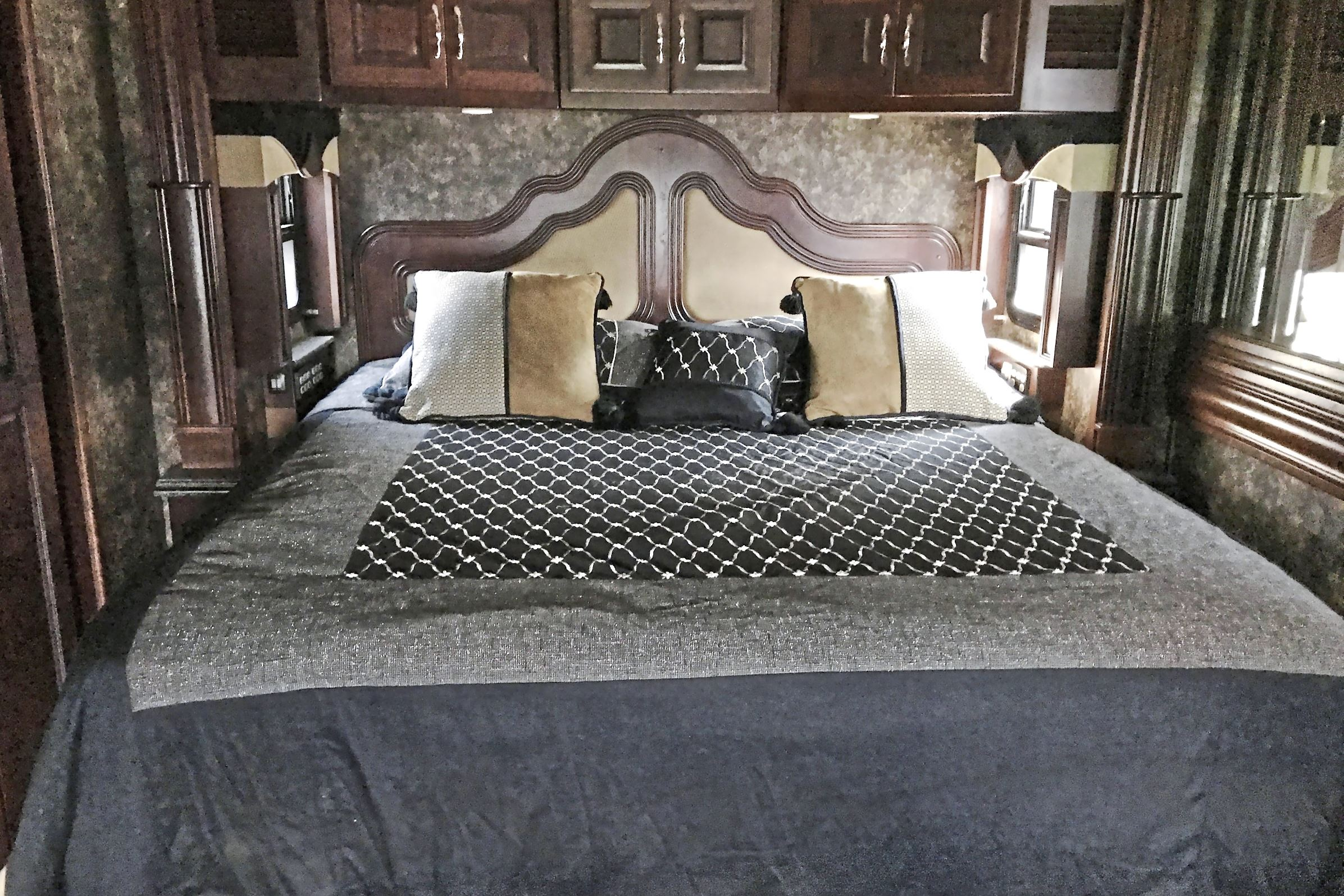 next mag rv fleetwood bedroom The master bedroom of the 2013 Fleetwood American Tradition.