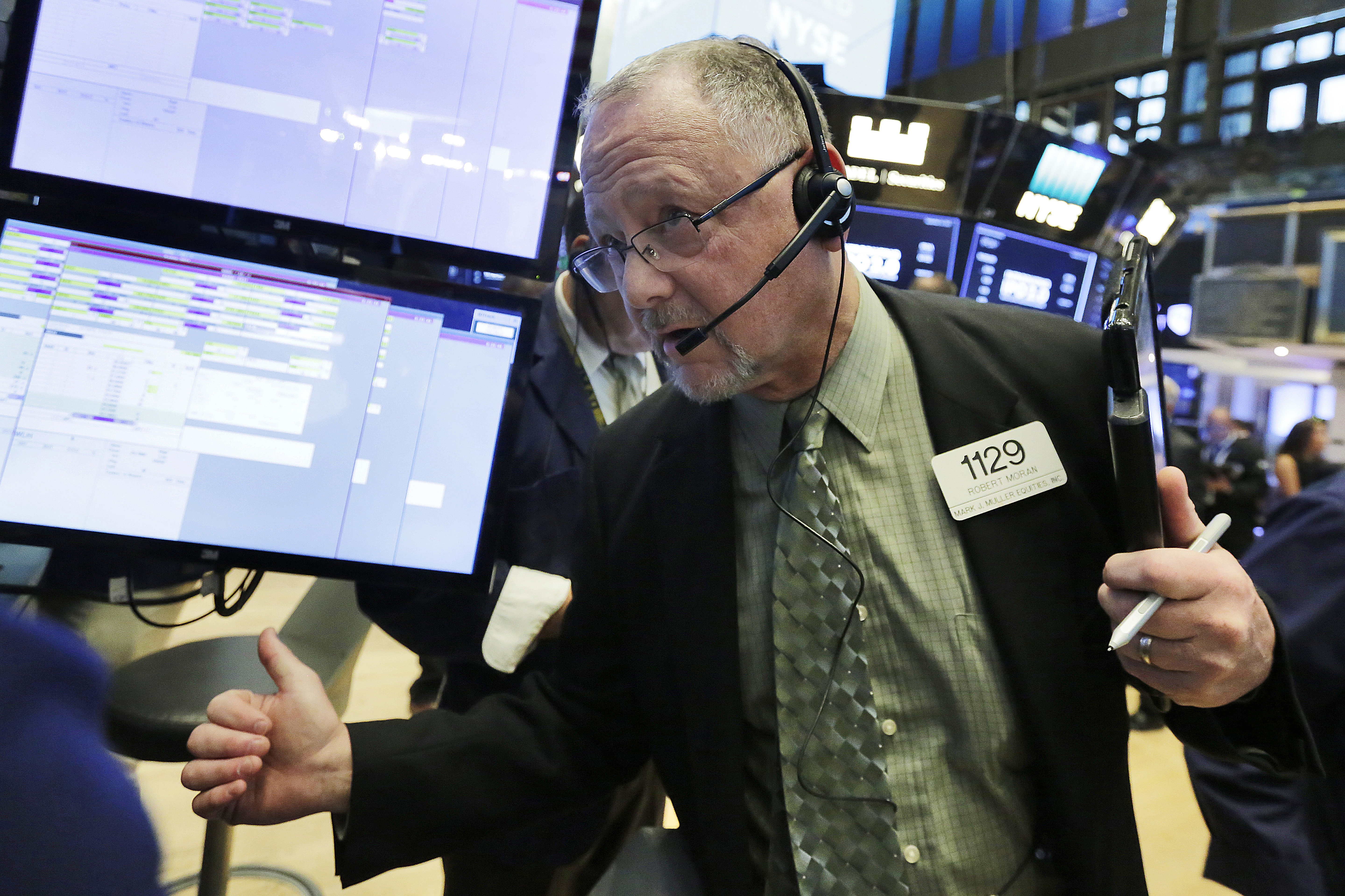 Us stocks are mixed as energy companies rise retailers dip for 14 wall street 23rd floor