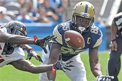 Pitt's Jester Weah can't come up with the ball last week.