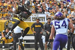 Martavis Bryant pulls in a pass in front of linebacker Eric Kendricks of the Vikings in the third quarter Sunday at Heinz Field in the Steelers' 23-9 victory.