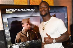 Le'Veon Bell poses with his Call of Duty in-game character.