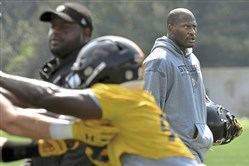 James Harrison watches as the defense prepares for 7-on-7 drills Thursday.