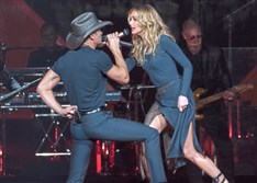 Tim McGraw and Faith Hill perform on Thursday at PPG Paints Arena in Uptown.