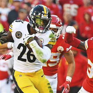 Le'Veon Bell picks up first down yardage against the Chiefs on Sunday.