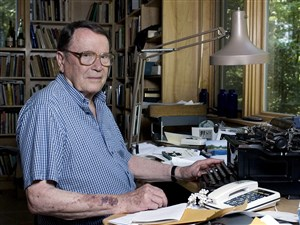 In this July 18, 2006, file photo, poet Richard Wilbur poses for a photo at his home in Cummington, Mass. Wilbur, the Pulitzer Prize-winning poet and translator who intrigued and delighted generations of readers and theatergoers through his rhyming editions of Moliere and his own verse on memory, writing and nature, died. He was 96. Wilbur died Saturday, Oct. 14, 2017, night in Belmont, Mass., with his family by his side, according to friend and fellow poet, Dana Gioia.