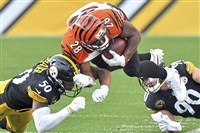 Ryan Shazier dives to stop Bengals Joe Mixon in the second quarter at Heinz Field Sunday, October 22, 2017.