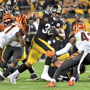 Steelers James Conner carries against the Bengals in the fourth quarter at Heinz Field Sunday, October 22, 2017 in Pittsburgh.