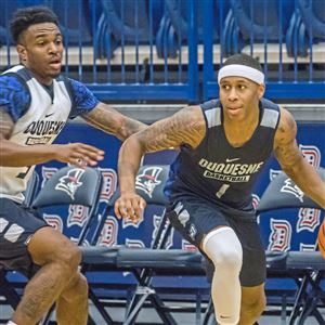 Tarin Smith, left, and Mike Lewis II are the returning starters on a Duquesne team that finished 10-22 last season.