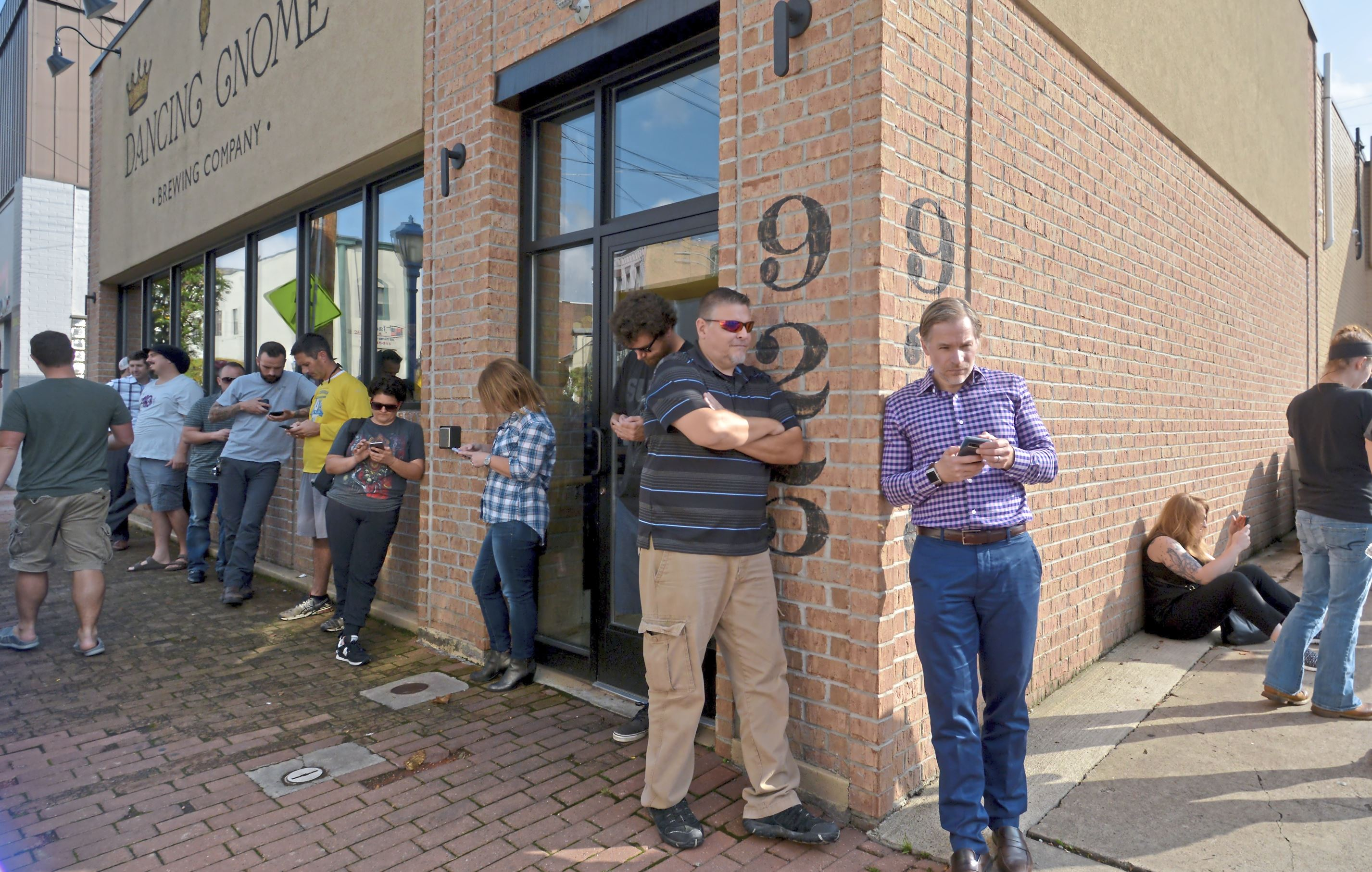 20171011ppDancingGnome1MAG Patrons line up around the Dancing Gnome Brewing Company for the release of their new brew, Double Lustra Wednesday, October 11, 2017 in Sharpsburg.