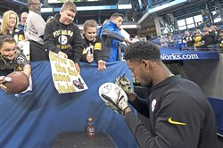 Pittsburgh Steelers JuJu Smith-Schuster signs autographs during pregame Sunday at Lucas Oil Stadium in Indianapolis.