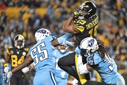 JuJu Smith-Schuster picks up first down against the Titans Thursday, November 16, 2017, at Heinz Field.