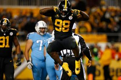 PITTSBURGH, PA - NOVEMBER 16: Vince Williams #98 of the Pittsburgh Steelers reacts after a sack of Marcus Mariota #8 of the Tennessee Titans in the second half during the game at Heinz Field on November 16, 2017 in Pittsburgh, Pennsylvania.