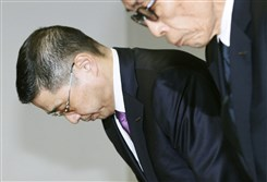 Nissan Motor Co. Chief Executive Hiroto Saikawa bows during a press conference at the headquarters of the automaker in Yokohama, Friday, Nov. 17, 2017.  Saikawa and other executives of the Japanese automaker plan to return part of their salaries to show remorse over illegal vehicle inspections at the automaker's plants in Japan.
