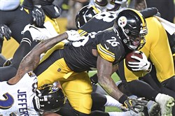 Le'Veon Bell scores his second touchdown of the first half Sunday.