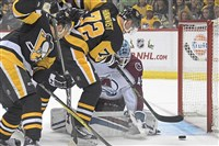 Pittsburgh Steelers Patric Hornqvist misses an open net against the Avalanche in the first period Sunday, December 10, 2017, at Heinz Field, Pittsburgh.