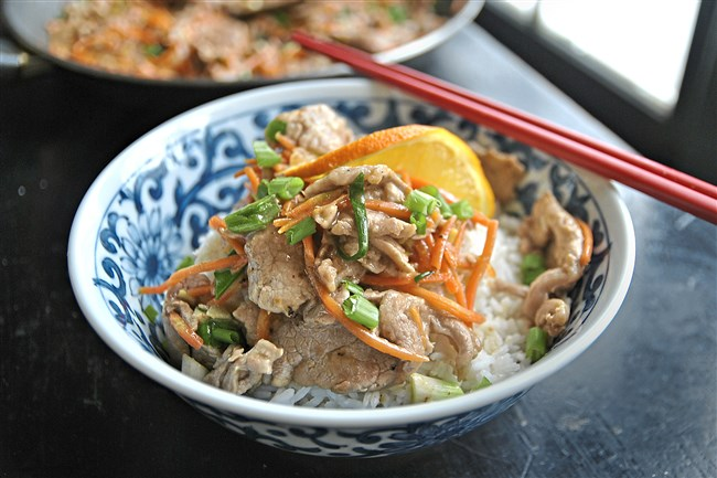 Orange Pork with Scallions tastes just like restaurant Chinese but with only 214 calories and 586 milligrams of sodium per serving.